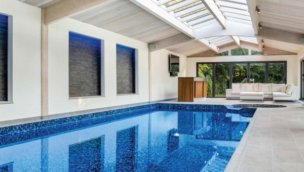5 Fantastic Pool House Features